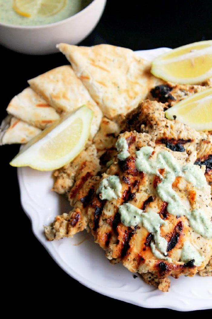 gegrilltes-griechisches-Hähnchen-Feta-Tzatziki-Sauce