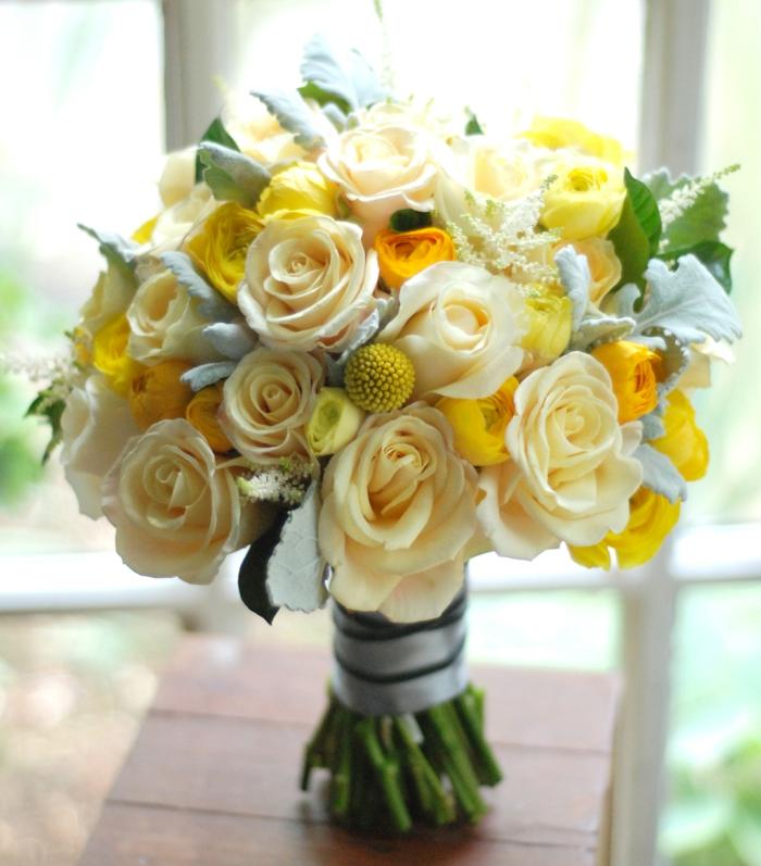 blumensträuße-gelbe-rosen-deko-mit-blumen-blumenstrauß-mit-wunderschönen-blumen-dekoration