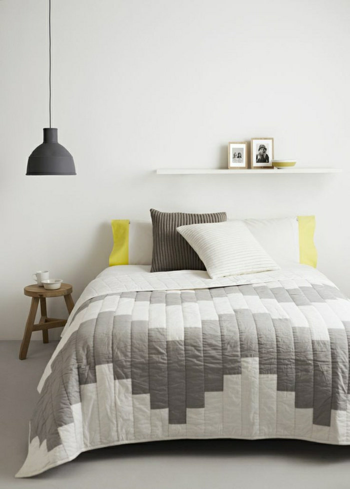 gemütliches-Schlafzimmer-Bettwäsche-Pastellfarben-gelbe-Akzente