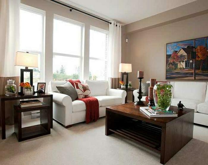gemütliches-Wohnzimmer-Cappuccino-Wände-große-Fenster-Bild