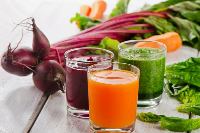 gesunde-Smoothies-rote-Rübe-Karotte-Spinat