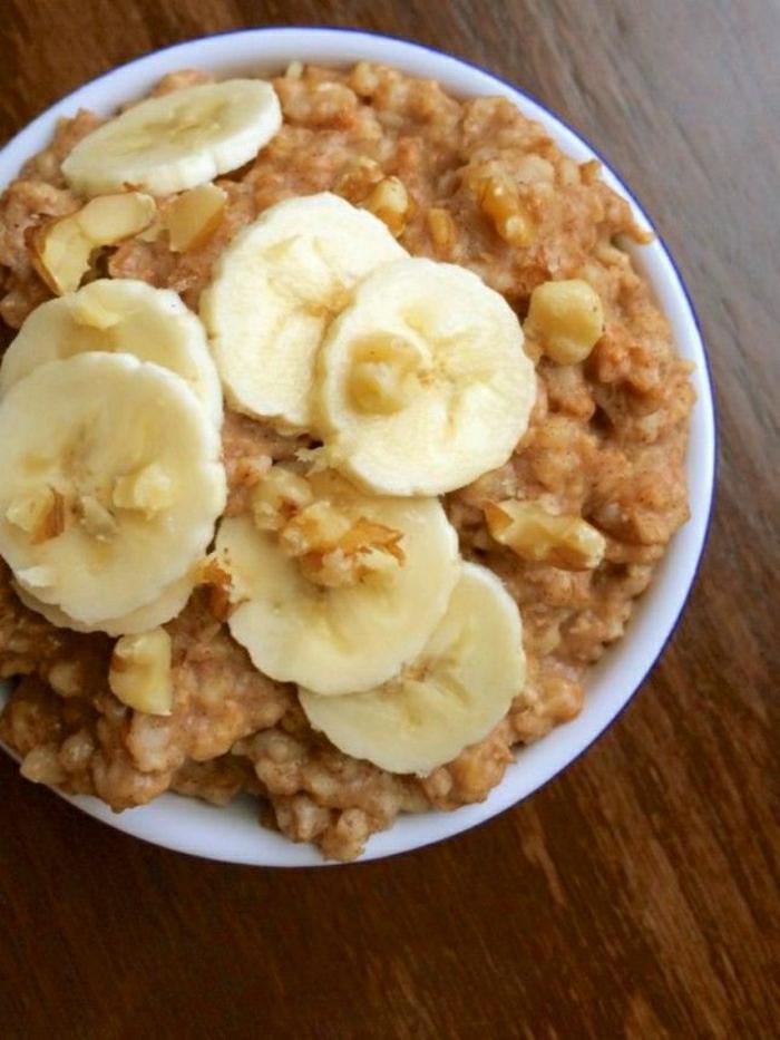 gesundes-Frühstück-Banane-Haferflocken