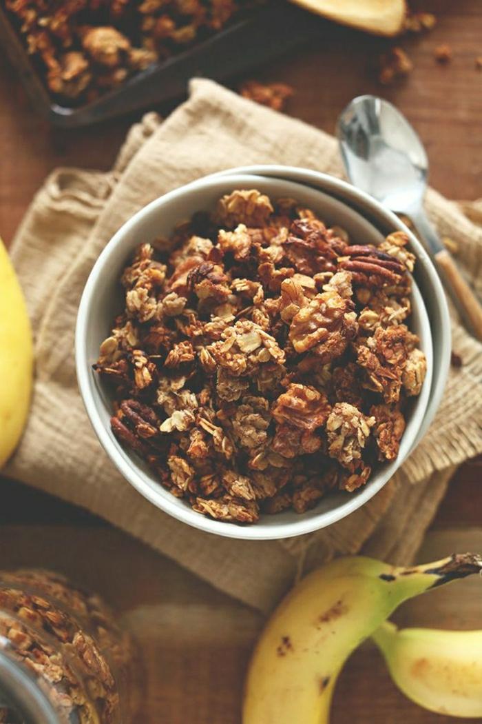 gesundes-Frühstück-Walnüsse-Bananen