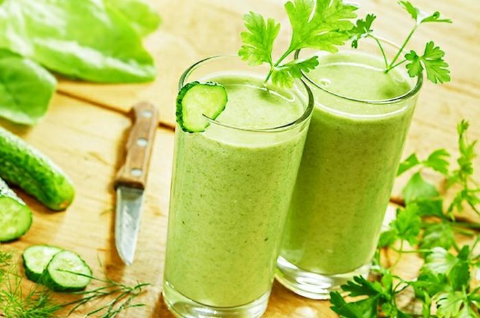 grüne-Gemüse-Smoothie-für-Kinder-Gurke-Dill-Petersilie