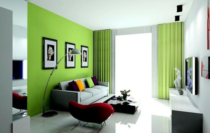 grüne-wandfarbe-drei-bilder-an-der-wand-im-wohnzimmer