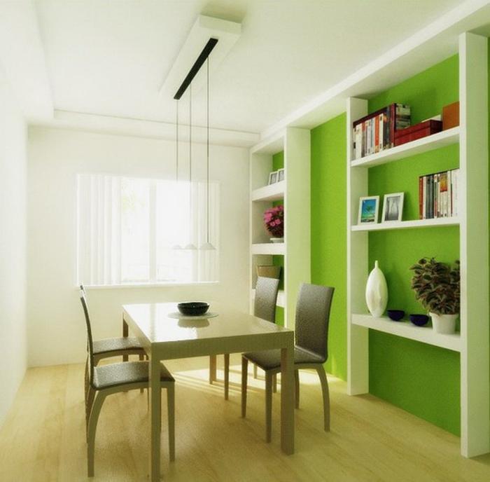 grüne-wandfarbe-großer-schrank-mit-regalen-im-esszimmer