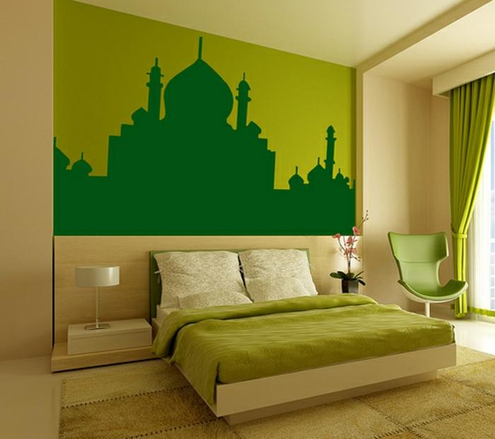 super schönes schlafzimmer mit einer akzentwand - grüne wandfarbe