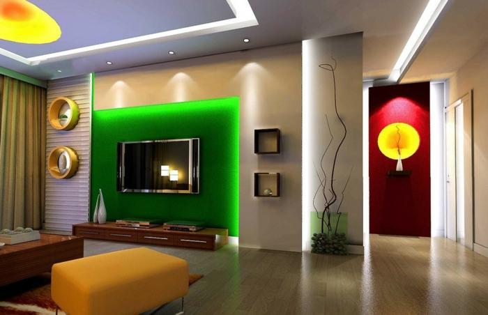 indirekte beleuchtung  grüne wandfarbe im luxuriösen wohnzimmer