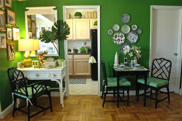grüne-wandfarbe-interessante-gestaltung-vom-kleinen-gemütlichen-esszimmer