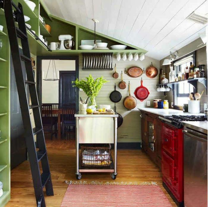 grüne-wandfarbe-küche-im-landhausstil-gestalten