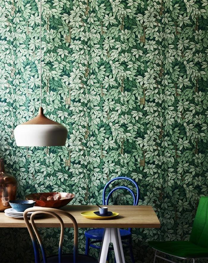 grüne-wandfarbe-wunderschöne-tapeten-im-schlafzimmer