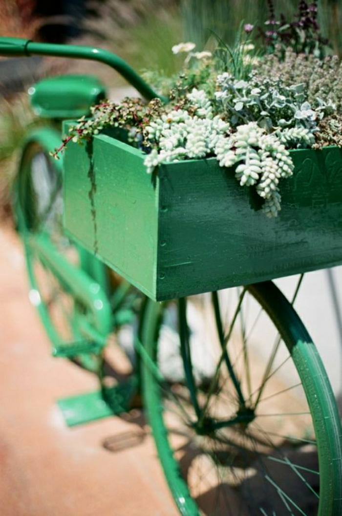 grünes-vintage-retro-Fahrrad-Kasten-Blumen