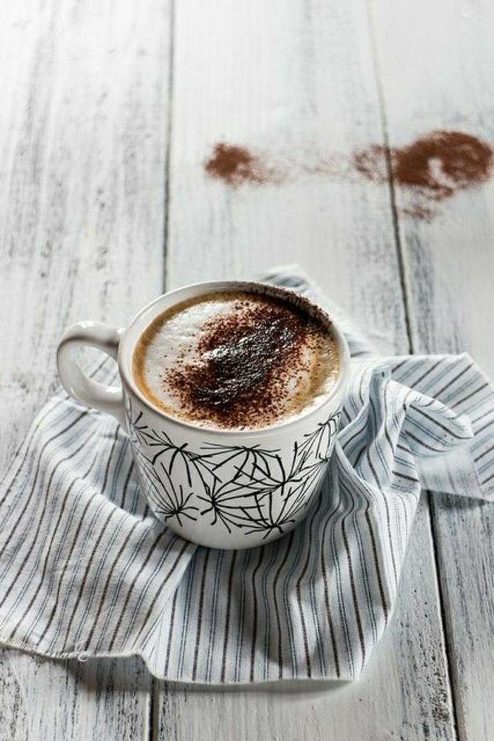 graphische-Cappuccino-Tasse-rustik