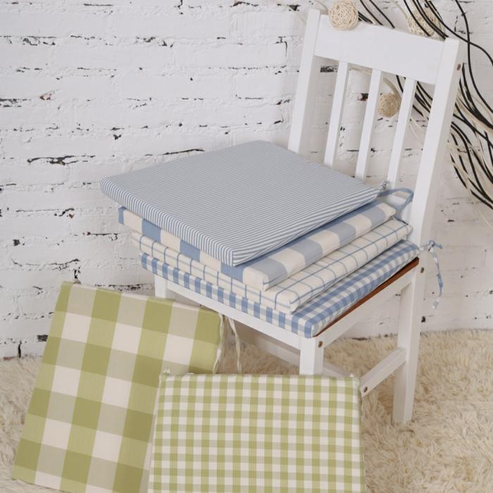 graue-sitzkissen-für-stühle-bunte-kissen-stuhlauflagen