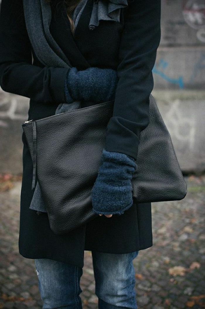 große-Clutch-schwarz-Jeans-Mantel-Schal