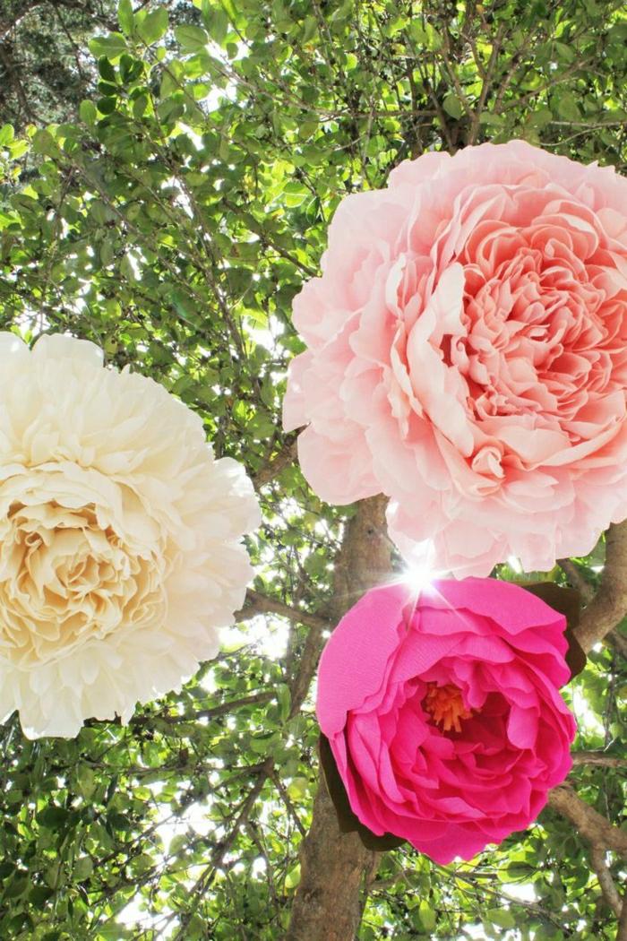 große-hängende-Papierblumen
