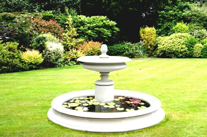 großer-Garten-Wasserbrunnen-Blätter