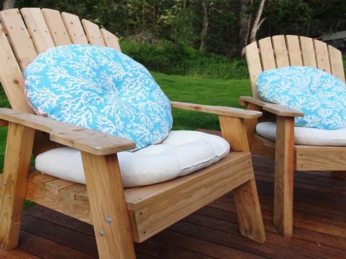 hellblaue-sitzkissen-für-stühle-bunte-kissen-stuhlauflagen