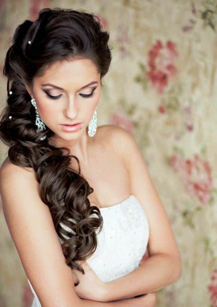 Schauen Sie sich die weiteren Hochzeitsfrisuren für lange Haare an ...