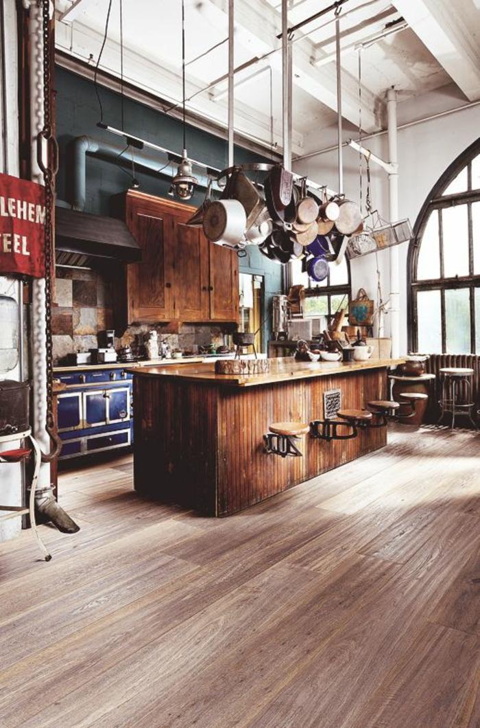 küche-mit-kochinsel-attraktive-hängende-lampen