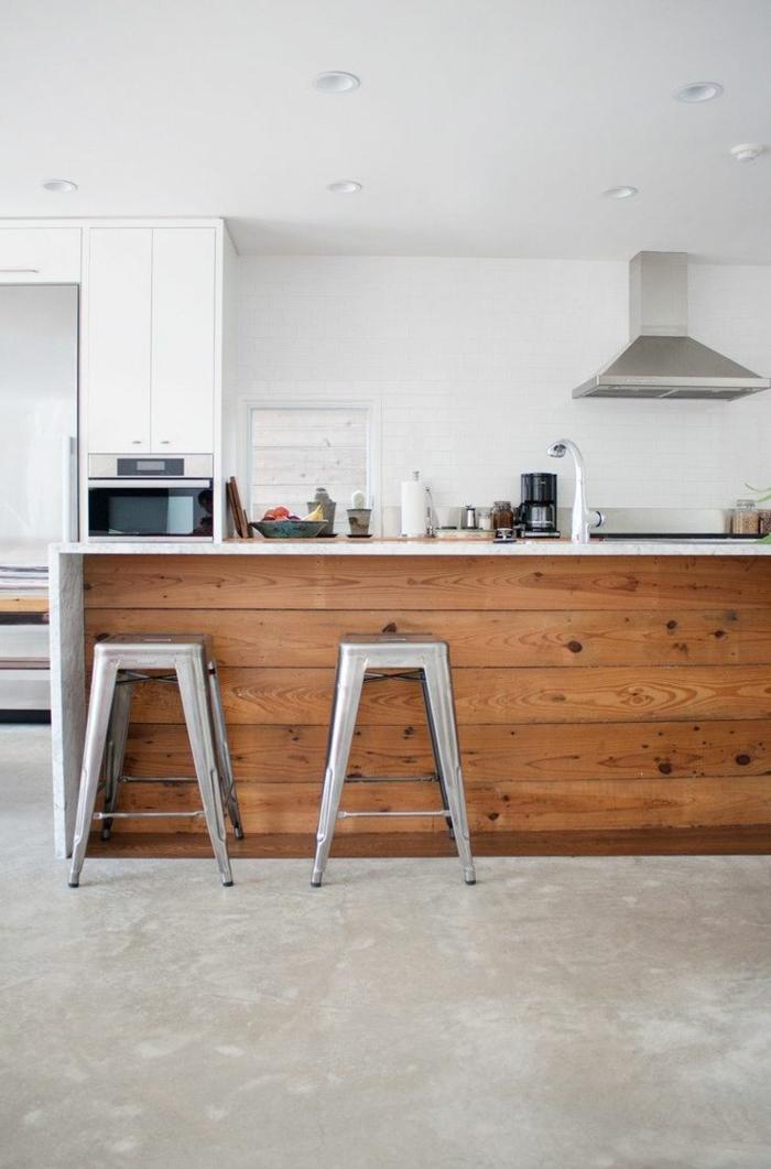 küche-mit-kochinsel-elegante-barstühle