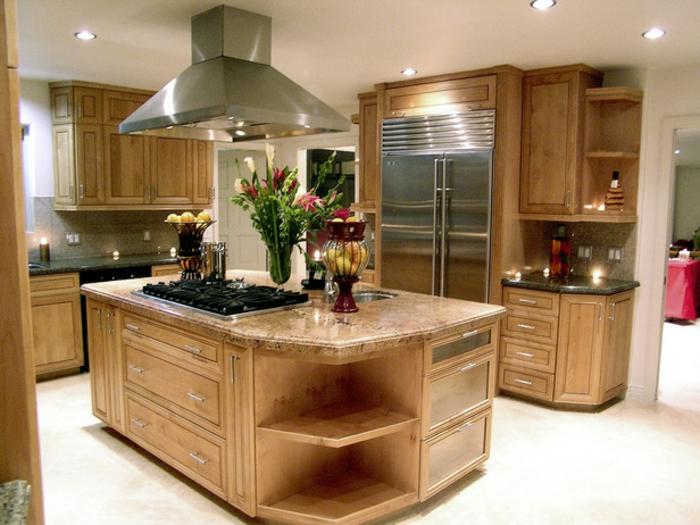 küche-mit-kochinsel-hölzernes-modell-super-interessante-gestaltung