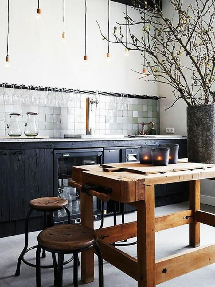 küche-mit-kochinsel-hölzernes-modell-vom-tisch