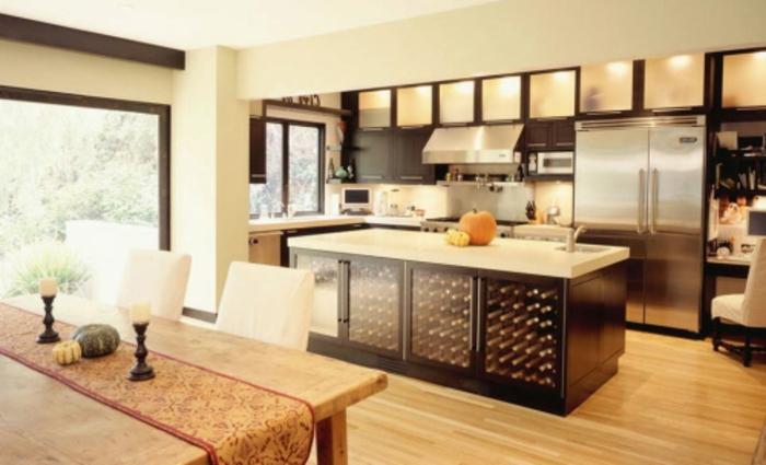 küche-mit-kochinsel-weitläufige-gestaltung