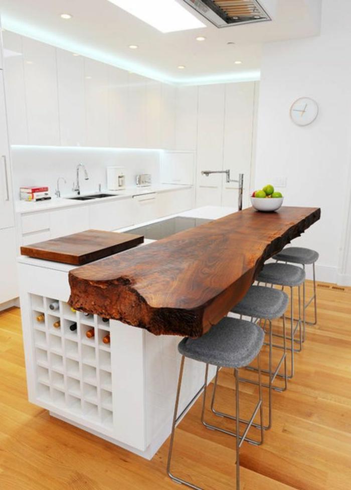 küche-mit-kochinsel-wunderschönes-modell-in-hellen-farben