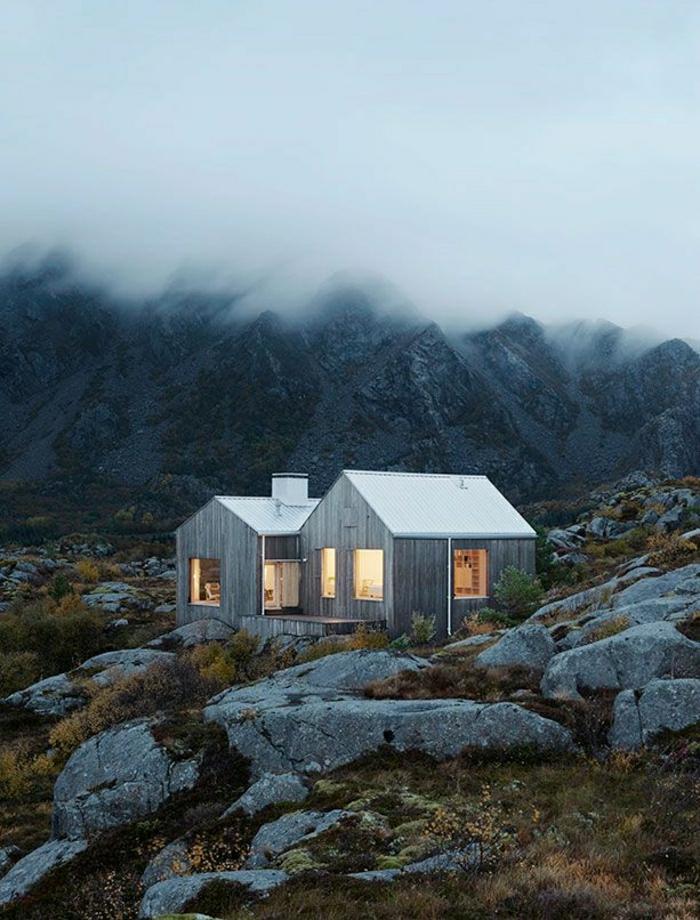 kleine-Berghütten-Gebirge-Nebel-Natur