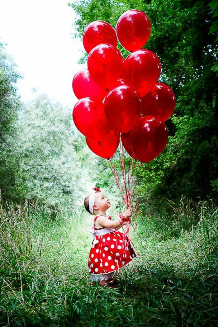 kleines-Mädchen-rote-Ballons