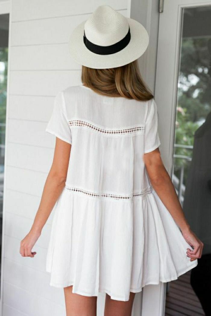 kurzes-Sommerkleid-weiß-Hut-Band