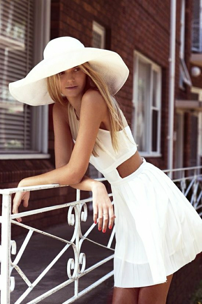 kurzes-Sommerkleid-weiß-Hut