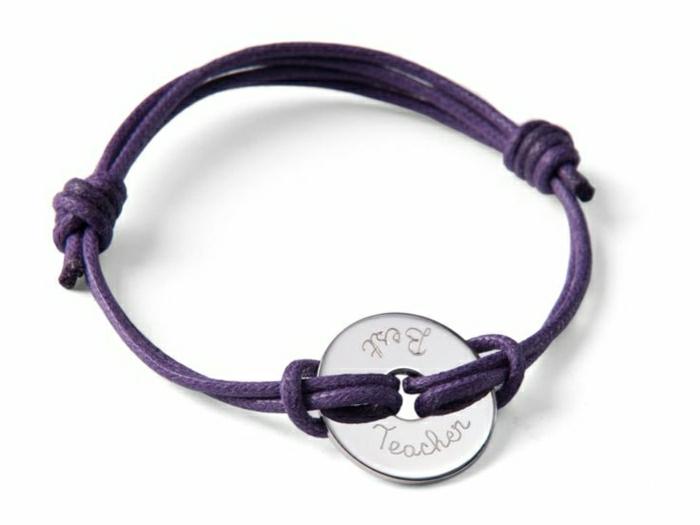 lila-Armband-Gravur-der-beste-Lehrer