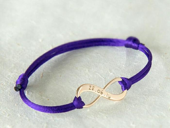 lila-Unendlichkeit-Armband-goldenes-Element-Gravur