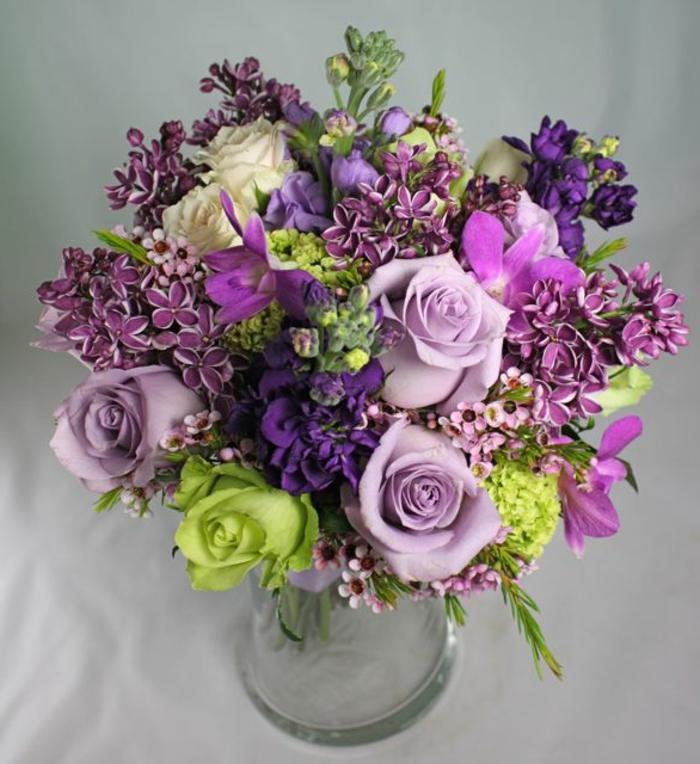 lila--deko-mit-blumen-blumenstrauß-mit-wunderschönen-blumen-dekoration