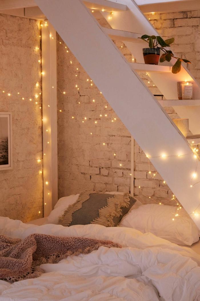 luxus jugendzimmer beleuchtung mit kleinen lichterketten raum mit leiter weiße backsteinwand