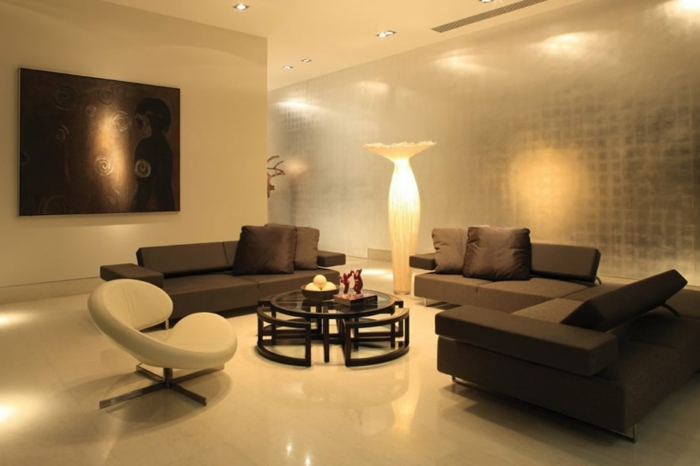 luxus-wohnzimmer-interessante-gestaltung-braune-sofas