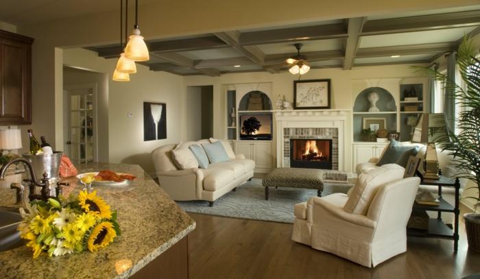 luxus wohnzimmer modern:luxus-wohnzimmer-sessel-und-viele-dekoartikel-an-der-wand