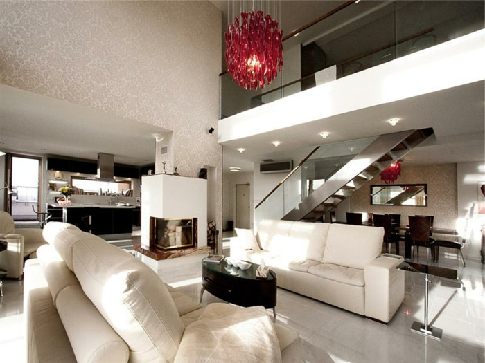 luxus-wohnzimmer-weiße-sofas-zimmerdecke