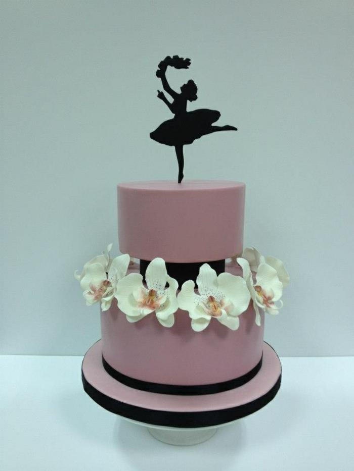 mädchen-torte-interessantes-modell-modell-schöne-farben