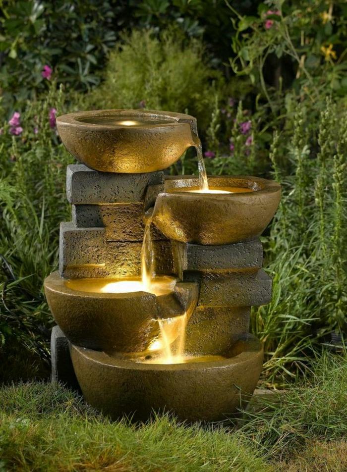 massiver-Gartenbrunnen-Leuchten