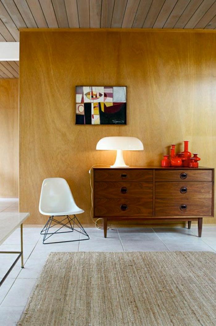 minimalistische-Einrichtung-Holz-Kommode-Set-rote-Vasen-graphisches-Bild