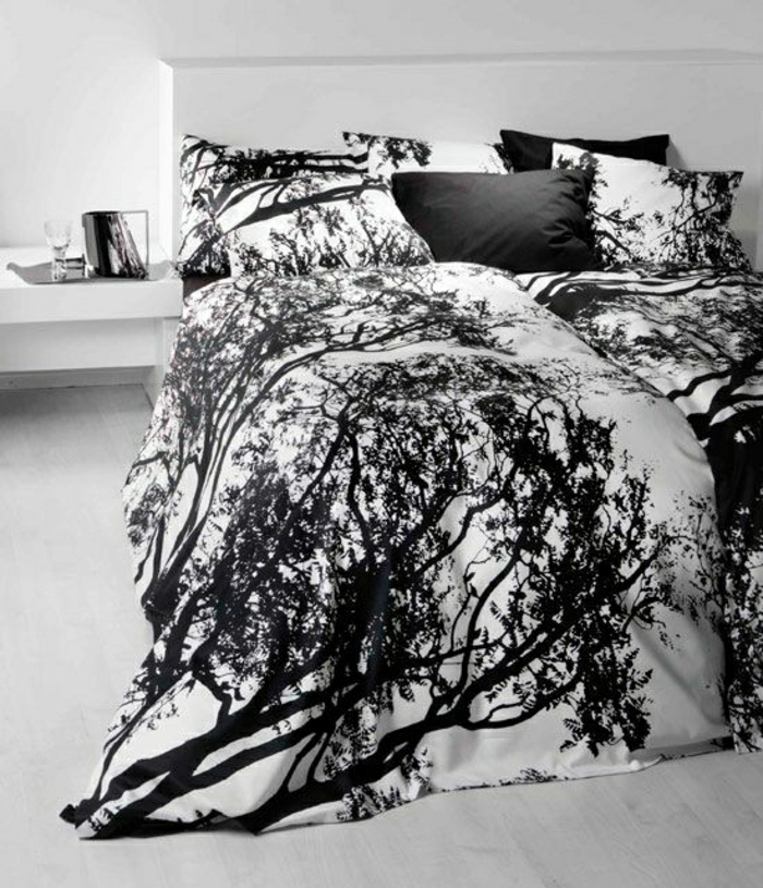 minimalistisches-Schlafzimmer-schwarz-weiße-schöne-Bettwäsche-waldige-Motive