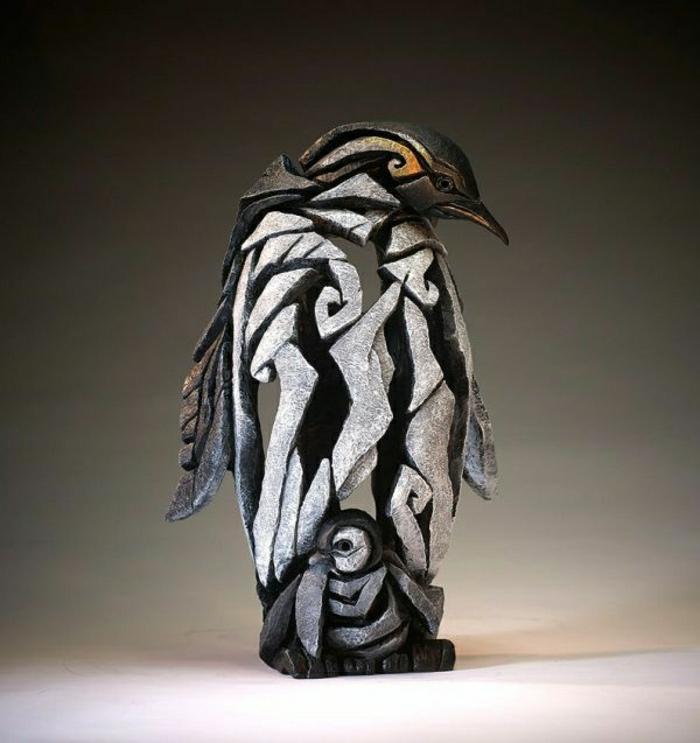 moderne-Kunst-Pinguin-Skulptur