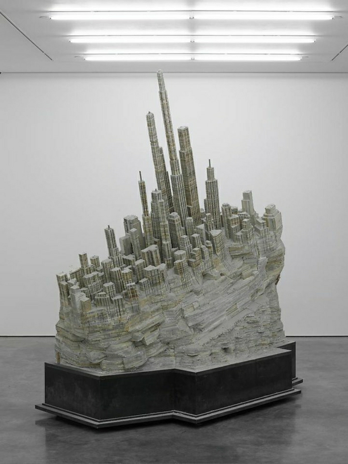 moderne-Kunst-Skulptur-Installation-Stadtbild-Bücher