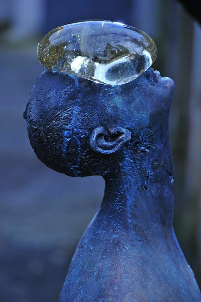 moderne-Skulpturen-Fiberglas-Metall-Regentropf-Mensch