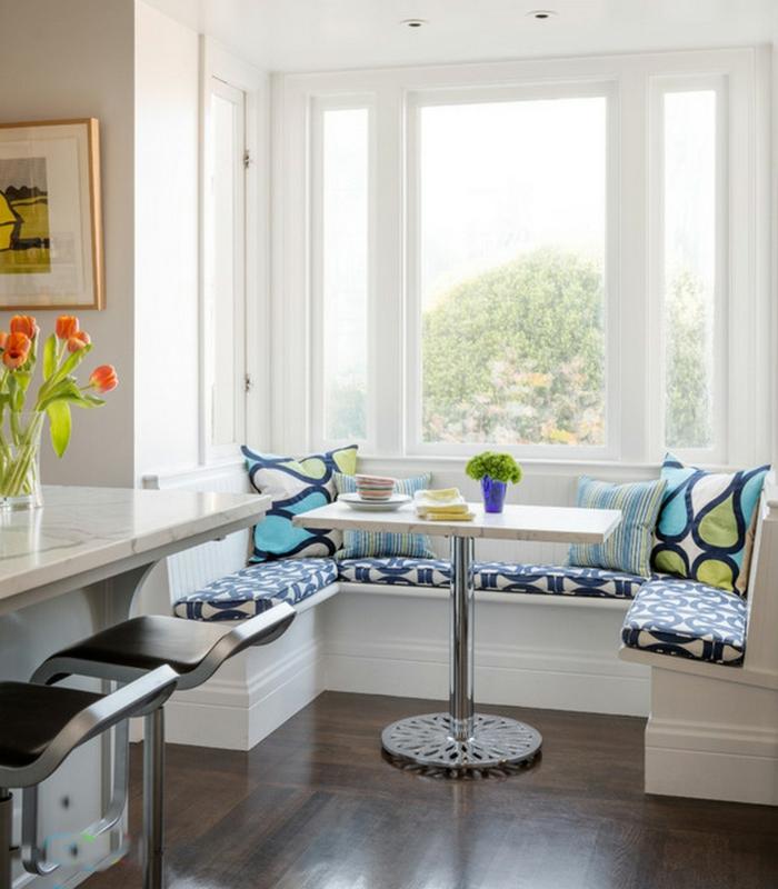 moderne-essecken-blaue-dekokissen