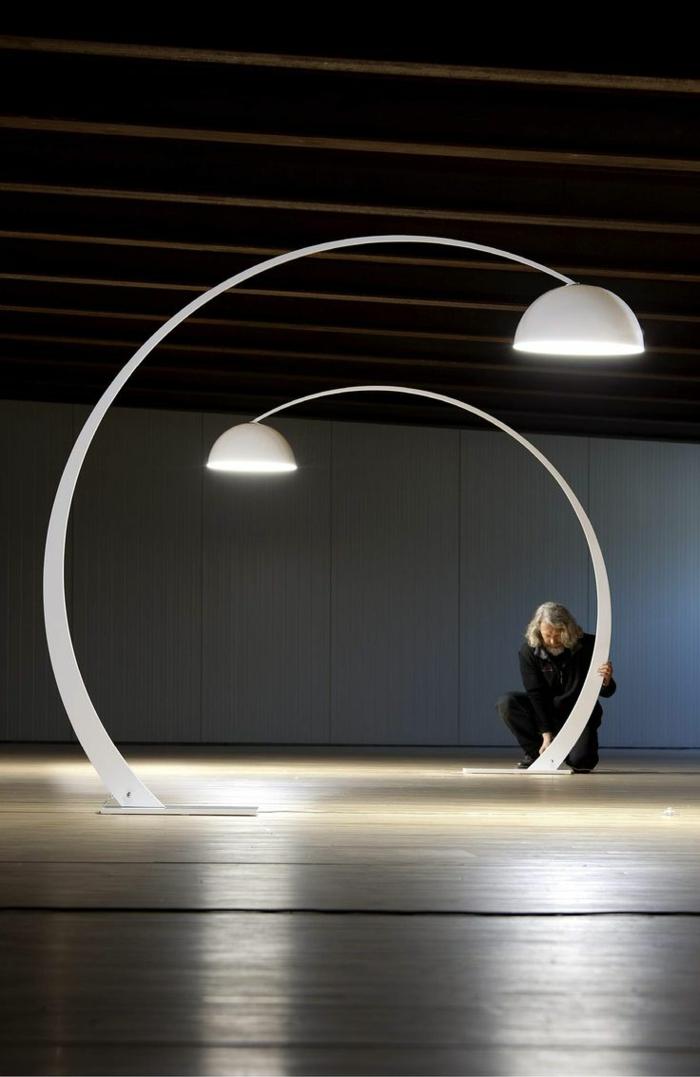 Die bogenlampe passt zu fast jedem interieur - Lampe de salon sur pied moderne ...
