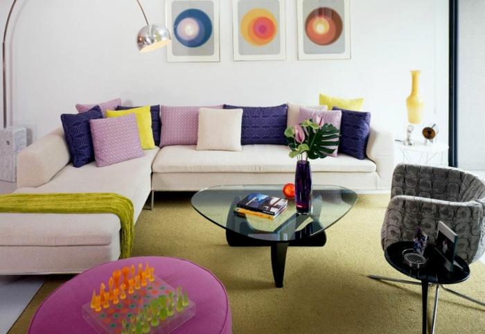 moderne-inneneinrichtung-sofa-mit-vielen-dekokissen